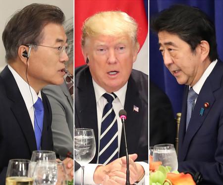 (左から)韓国の文在寅大統領、トランプ米大統領、安倍晋三首相(EPA時事)