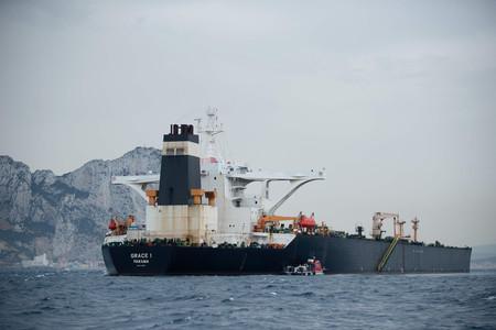 英領ジブラルタル沖で自治政府に拿捕(だほ)されたイランの石油タンカー=6日(AFP時事)