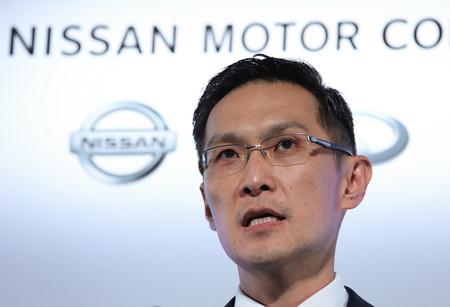厳しい内容の9月中間決算を発表する日産自動車のスティーブン・マー常務執行役員=12日午後、横浜市内