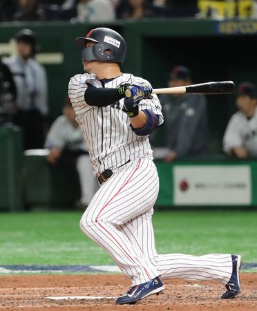 米国戦の4回、浅村が適時打を放つ=12日、東京ドーム