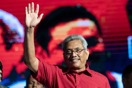 スリランカ大統領選候補のゴタバヤ・ラジャパクサ元国防次官=13日、西部ホマガマ(AFP時事)