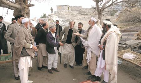 整備を支援した用水路の送水を祝う祝賀会に出席した中村哲医師(中央左)=2017年1月19日、アフガニスタン東部(ペシャワール会提供)