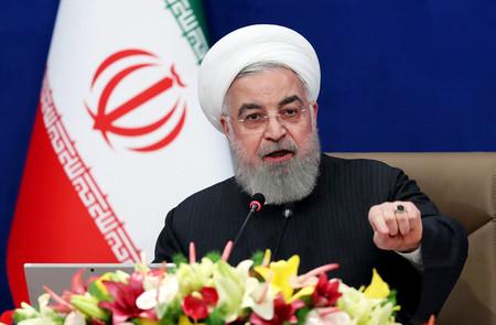 テヘランで、閣議に出席するイランのロウハニ大統領=3日にイラン大統領府が提供(AFP時事)