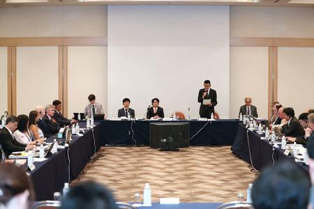 サンマの資源管理を話し合う北太平洋漁業委員会(NPFC)=2019年7月、東京都港区