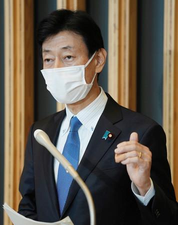 緊急事態宣言について取材に応じる西村康稔経済再生担当相=23日午後、東京・永田町
