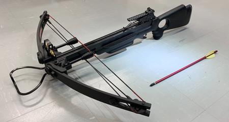 政府が閣議決定した銃刀法改正案で、所持許可制が盛り込まれたボーガン(警察庁提供)