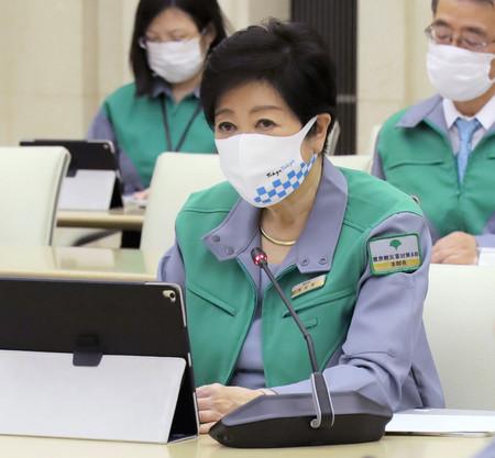 新型コロナウイルスの感染状況などを分析する東京都の会議で発言する小池百合子知事=26日、都庁