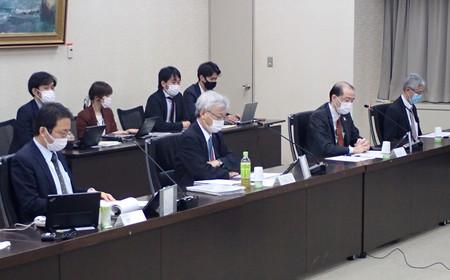 百貨店の活性化策をめぐり経済産業省が開いた研究会の初会合=2日、同省