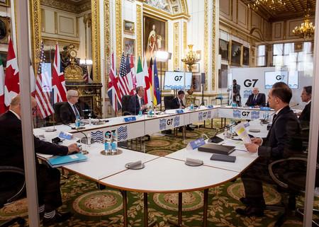 4日、ロンドンで行われた先進7カ国(G7)外相会議(外務省提供)