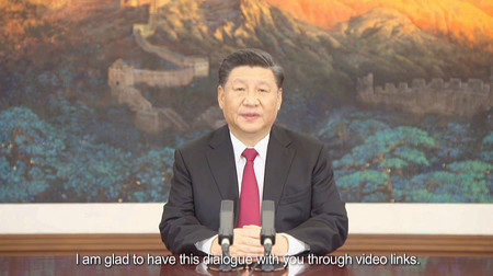 アジア太平洋経済協力会議(APEC)首脳会議のオンライン会合で講演する中国の習近平国家主席=2020年11月19日(EPA時事)